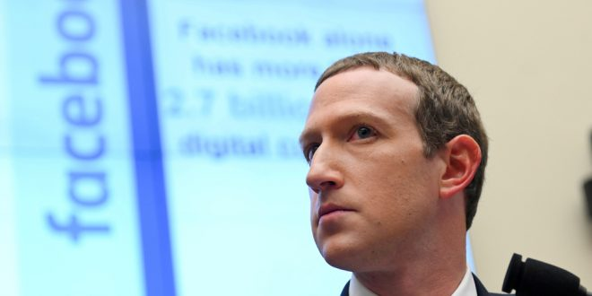 Facebook foes sue to force Mark Zuckerberg to sell his majority stake