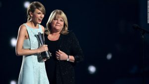 Taylor Swift reveals mother's brain tumor diagnosis