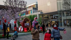 Apple temporarily closes all 42 stores in China as coronavirus spreads