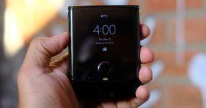 Motorola Razr teardown looks inside the flexible phone