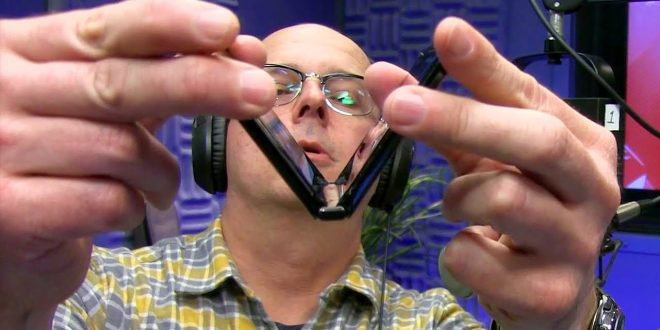 See the exact moment Moto's Razr breaks after 27000 folds
