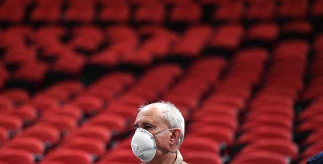 Coronavirus Australia live coverage: Death toll rises to five as COVID-19 cases surge, government urged to shut schools
