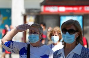 Wear masks in public says WHO, in update of COVID-19 advice