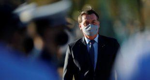 Bolsonaro diz a apoiadores que fez 'chapa do pulmão' e teste de covid-19